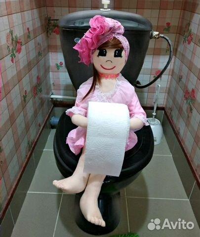 Пизде старых хозяйка в туалете